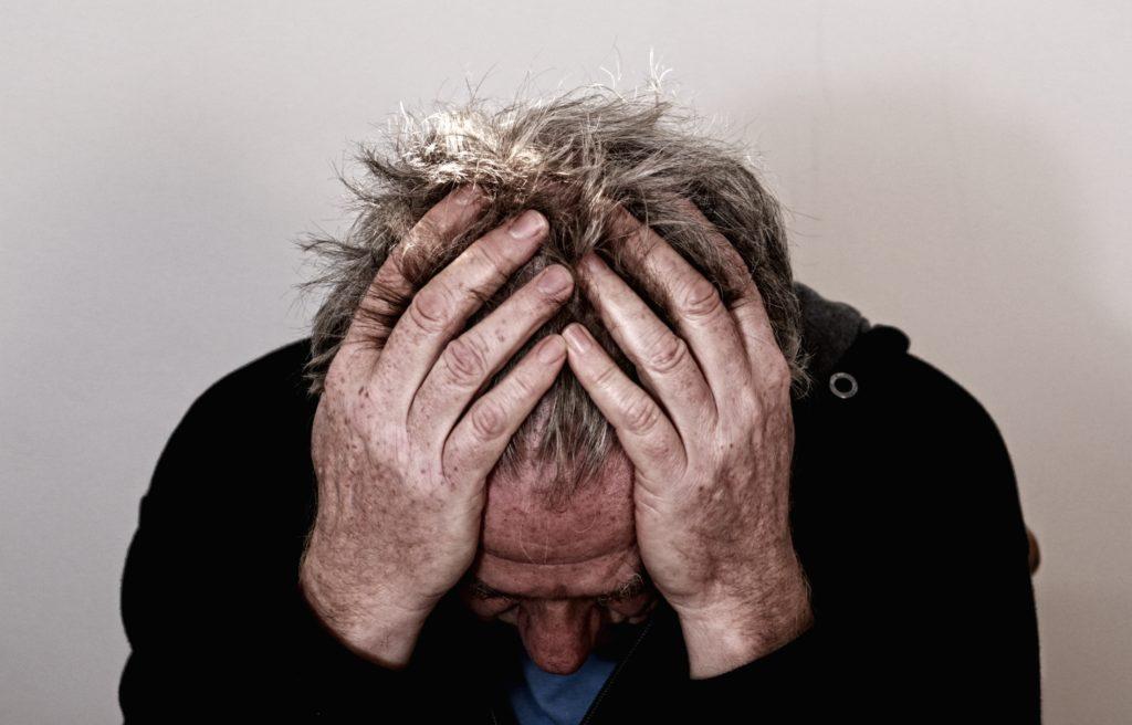 Selvmedlidenhet kan være en selvforsterkende negativ sirkel der man begraver seg mer og mer i bitterhet, fortvilelse, hjelpesløshet og depressive følelser.